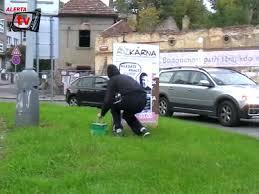 VIDEO_Plakáty s informacemi o Vladimírovi Krulcovi, který nevyplatil mzdu