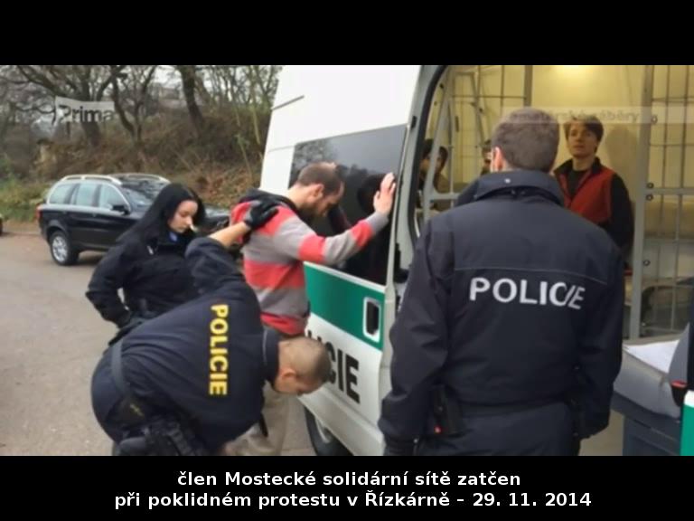 Člen Mostecké solidární sítě zatčen při poklidném protestu v Řízkárně – 29. 11. 2014