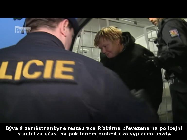 Bývalá zaměstnankyně restaurace Řízkárna převezena na policejní stanici za účast na poklidném protestu29. 11. 2014