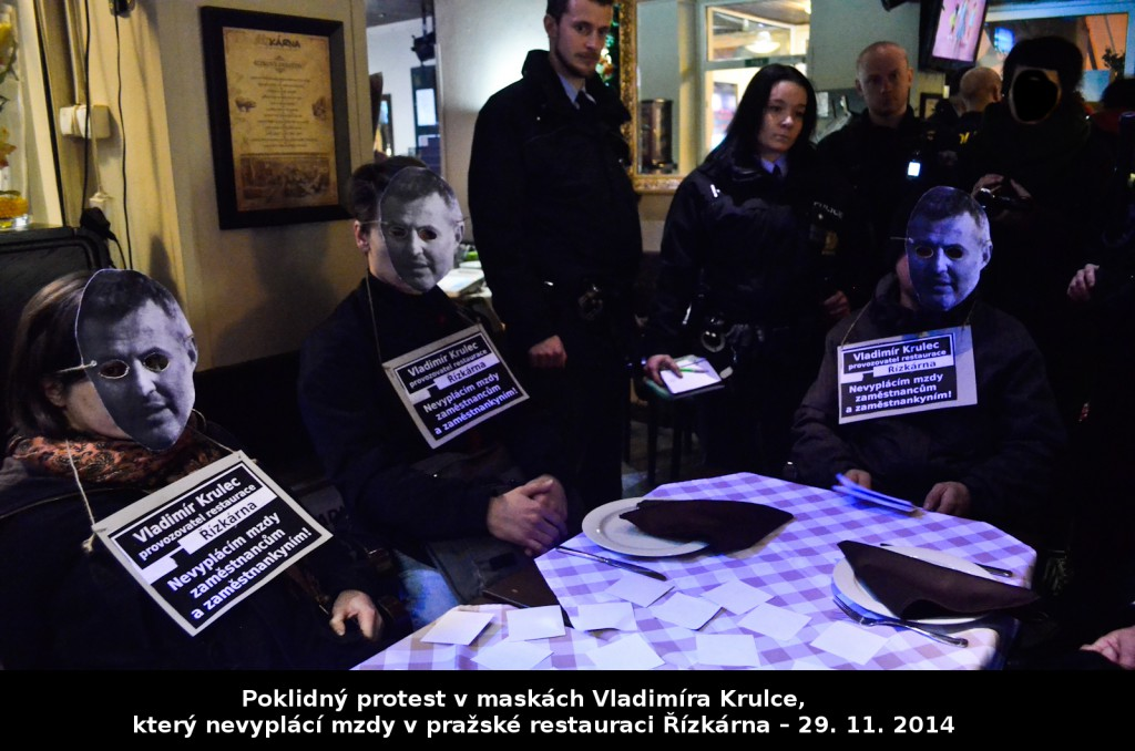 Protest v maskách Vladimíra Krulce, který nevyplácí mzdy v pražské restauraci Řízkárna – 29. 11. 2014