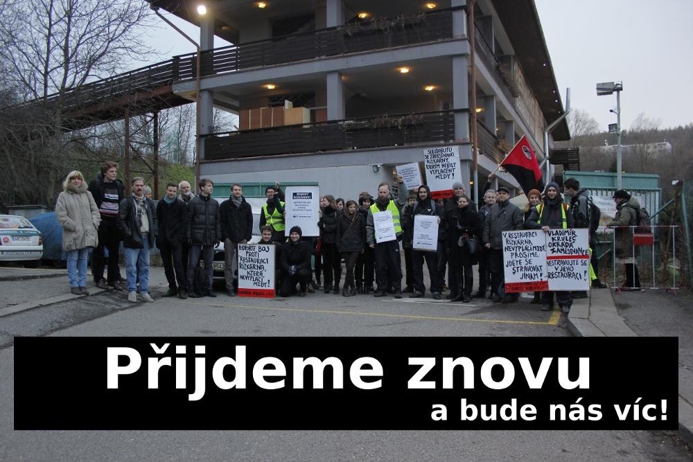 9_Skupinové foto_protest před Řízkárnou_11.1.2015.jpg