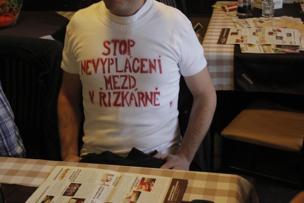 protest v tričkách v restauraci Řízkárna_5