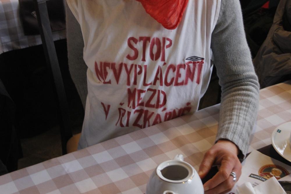 protest v tričkách v restauraci Řízkárna_6